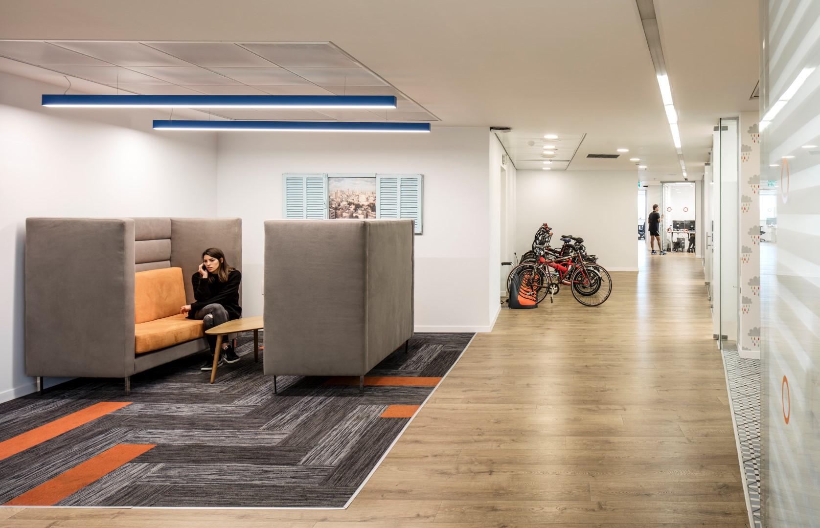 T+R studio תכנון עיצוב פנים למשרדים וסביבת עבודה טלי ורקפת