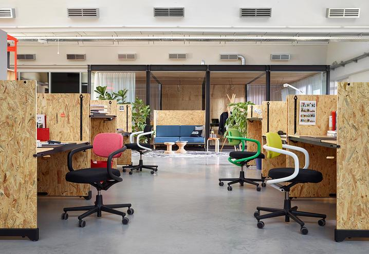 custom-furniture-for-office-vitra-desks_oggetto_editoriale_h495