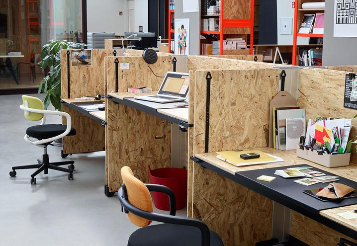 furniture-for-office-custom-vitra-desks-wood_oggetto_editoriale_h495